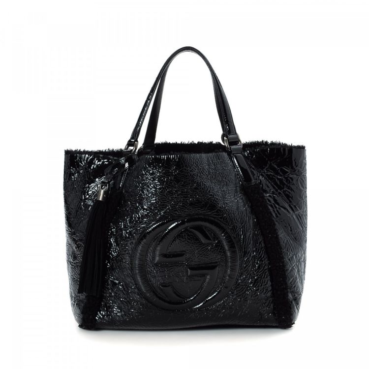 9d94fe924 LXRandCo guarantees this is an authentic vintage Gucci Soho Crushed Patent  tote. This lovely bag was crafted in patent leather in black.