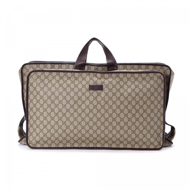 3afd81f770b8 LXRandCo guarantees this is an authentic vintage Gucci travel bag. This  signature boston bag in brown is made in gg supreme coated canvas. Due to  the ...