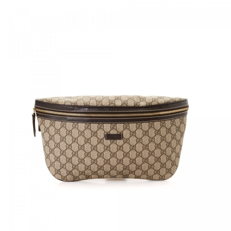 6df69938ab2 LXRandCo guarantees the authenticity of this vintage Gucci Crossbody Bag  messenger   crossbody bag. Crafted in gg supreme coated canvas