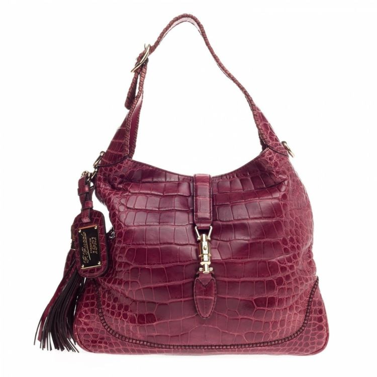 3c5888877 LXRandCo guarantees the authenticity of this vintage Gucci Alligator Medium  New Jackie 1921 shoulder bag. Crafted in alligator, this classic purse  comes in ...