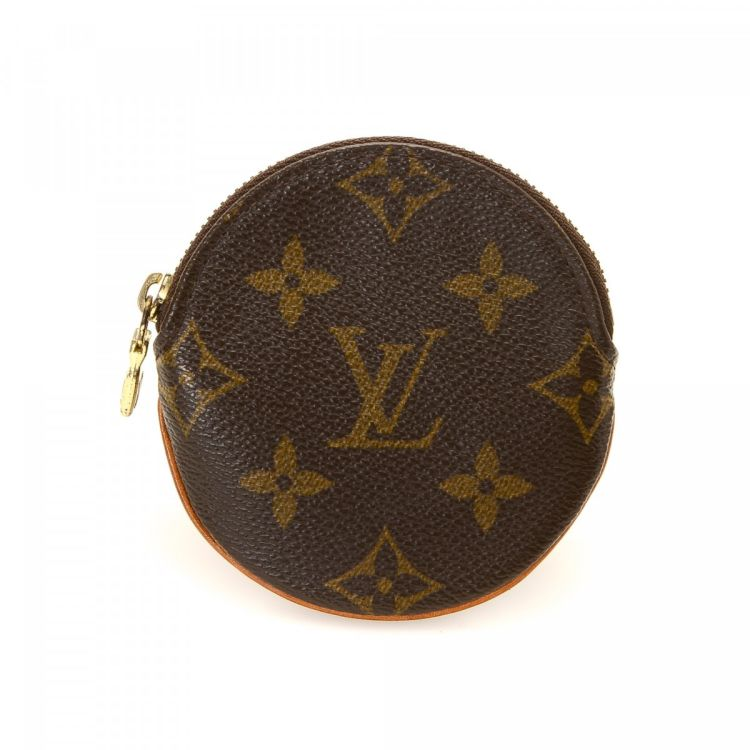 ffcefba0f4e1 LXRandCo guarantees the authenticity of this vintage Louis Vuitton Round  Coin Purse wallet. Crafted in monogram coated canvas