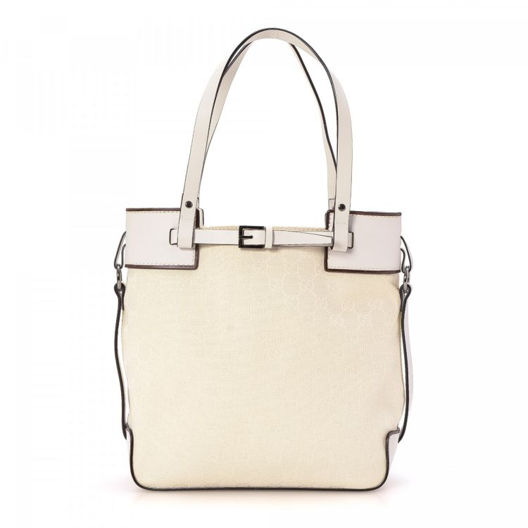 92cb58310c1 LXRandCo guarantees the authenticity of this vintage Gucci tote. This  lovely large handbag was crafted in gg canvas in beautiful white.
