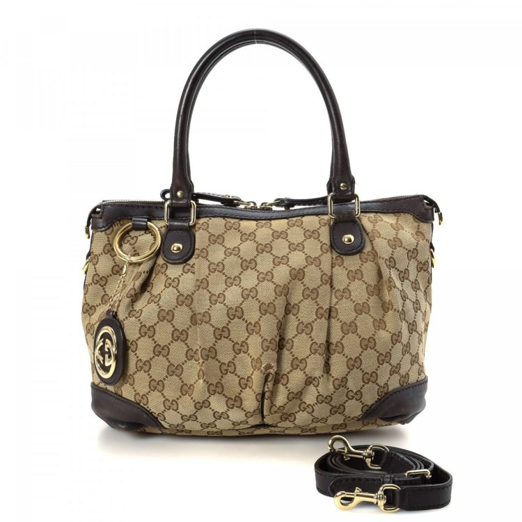 f5bca0b6d1fc The authenticity of this vintage Gucci Sukey Two Way Bag tote is guaranteed  by LXRandCo. Crafted in gg canvas, this everyday tote bag comes in  beautiful ...
