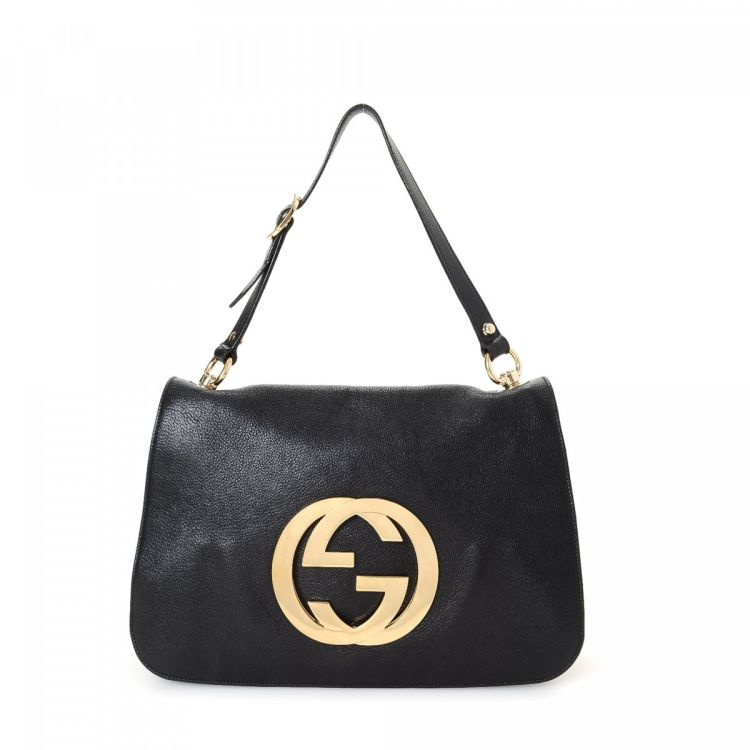 5a96132bf79 The authenticity of this vintage Gucci GG Logo shoulder bag is guaranteed  by LXRandCo. Crafted in leather