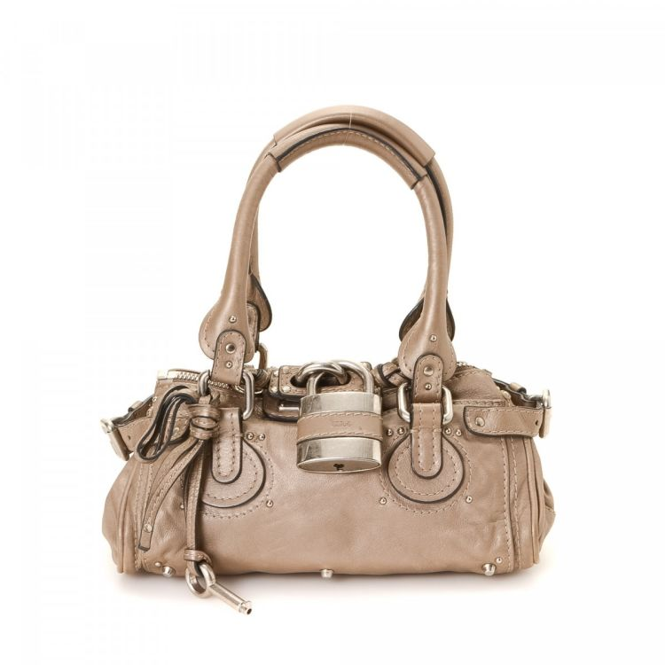 9085f4524dbb LXRandCo guarantees the authenticity of this vintage Chloé Paddington  handbag. This lovely bag in beige is made of leather. Due to the vintage  nature of ...