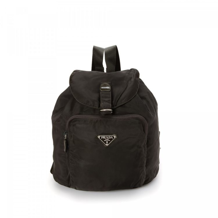 107614d60a6c LXRandCo guarantees this is an authentic vintage Prada Vela backpack. This  sophisticated knapsack was crafted in tessuto nylon in black.