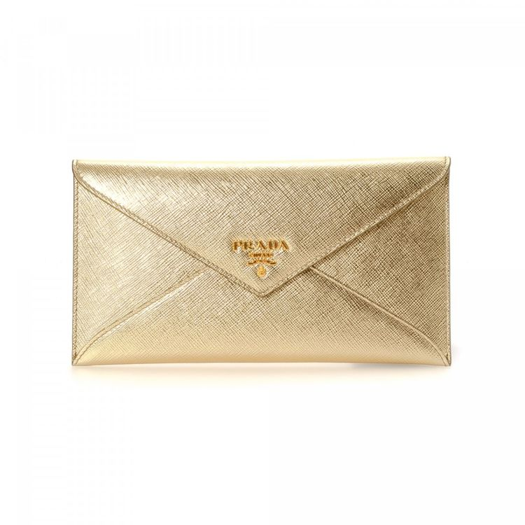 2b1b3055747532 LXRandCo guarantees this is an authentic vintage Prada wallet. This chic  card case in gold is made in saffiano leather. Very good condition* (A)