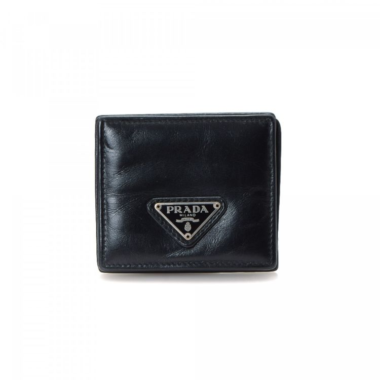 ab2328f1613785 LXRandCo guarantees the authenticity of this vintage Prada Coin Case wallet.  This beautiful coin purse was crafted in leather in black.