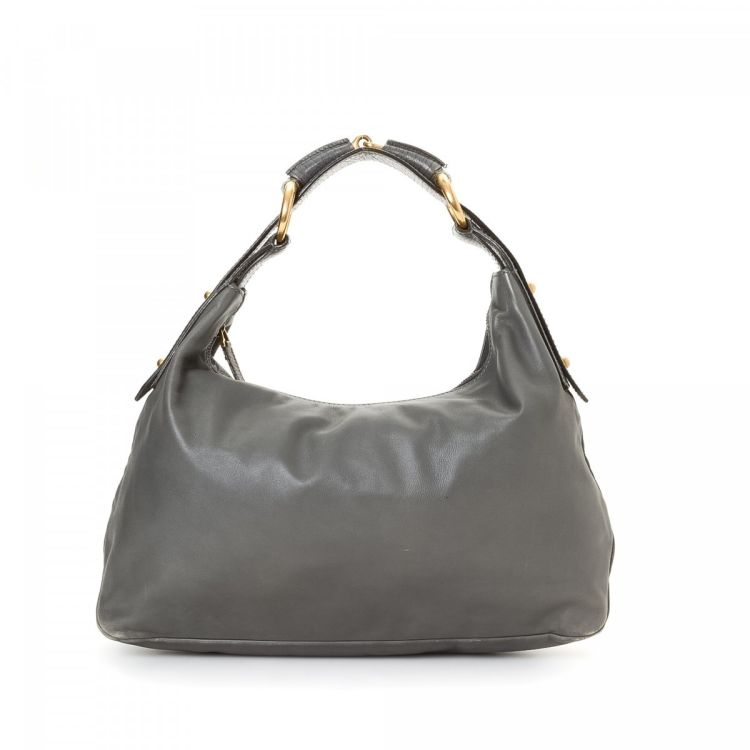 5cf09f5e10b The authenticity of this vintage Gucci Hobo Bag handbag is guaranteed by  LXRandCo. This sophisticated bag was crafted in leather in beautiful grey.