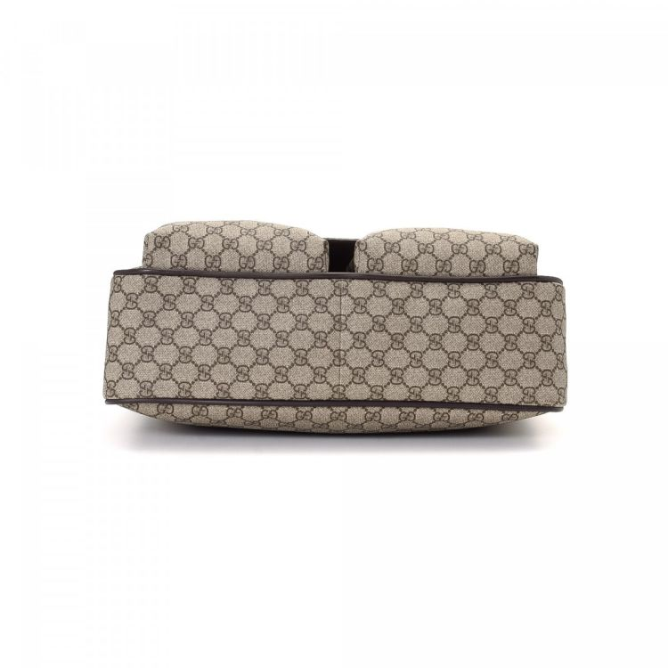 748668527fe8 The authenticity of this vintage Gucci Business Bag briefcase is guaranteed  by LXRandCo. This exquisite laptop bag was crafted in gg supreme coated  canvas ...