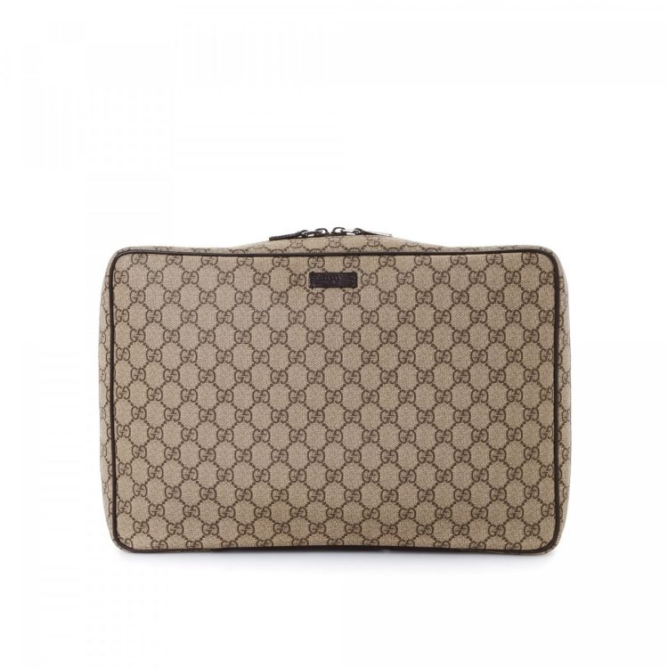 b885b58673d LXRandCo guarantees the authenticity of this vintage Gucci Shirt Case  travel bag. This beautiful weekend bag was crafted in gg supreme coated  canvas in ...