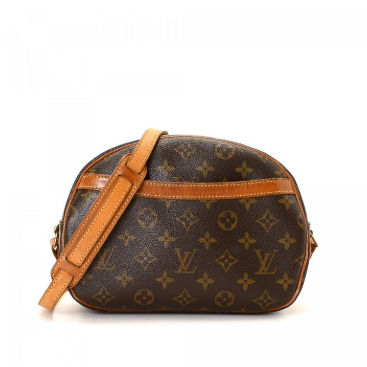 c825dd2bf789 LXRandCo guarantees the authenticity of this vintage Louis Vuitton Blois  messenger   crossbody bag. Crafted in monogram coated canvas