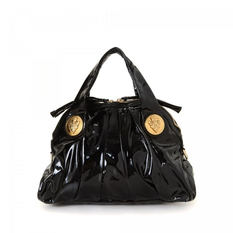 The authenticity of this vintage Gucci Gucci Crest handbag is guaranteed by  LXRandCo. This practical pocketbook in black is made of patent leather. b521057c703d3