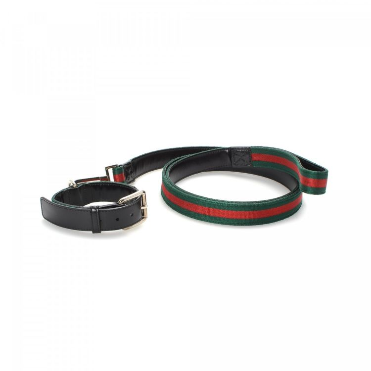 d46e80df1c5b LXRandCo guarantees the authenticity of this vintage Gucci Web Dog Collar  and Leash pet accessory. This refined pet accessory was crafted in canvas  in multi ...