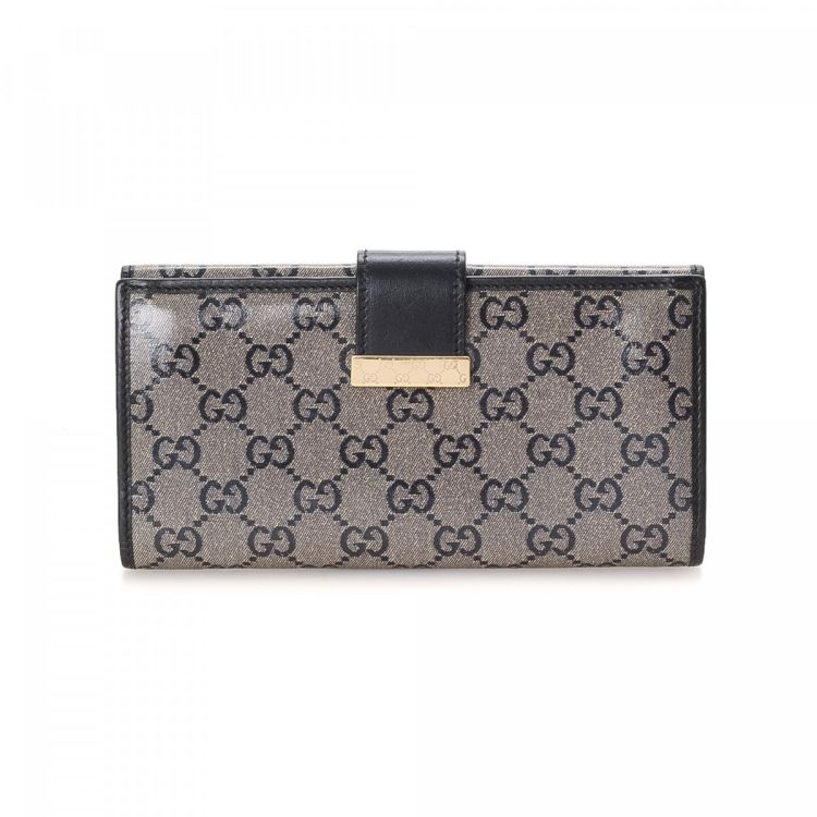 5193e9d30e4 LXRandCo guarantees the authenticity of this vintage Gucci Long wallet.  This beautiful billfold in grey is made in gg coated canvas.