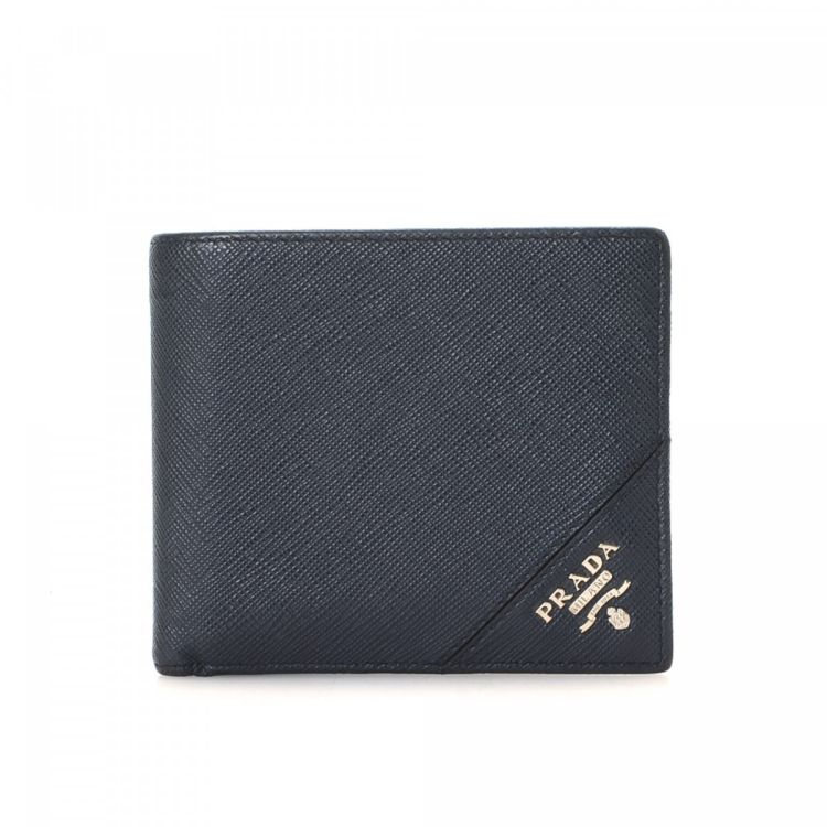 81ee983acda0 LXRandCo guarantees this is an authentic vintage Prada wallet. This  practical card holder in beautiful black is made in saffiano leather.