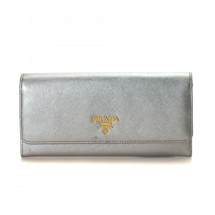 82d1c6763b67 LXRandCo guarantees the authenticity of this vintage Prada Long wallet.  This luxurious wallet was crafted in saffiano leather in silver.