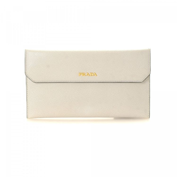 5c62a0bdd0badd The authenticity of this vintage Prada Envelope clutch is guaranteed by  LXRandCo. Crafted in saffiano leather, this refined clutch comes in  beautiful white.
