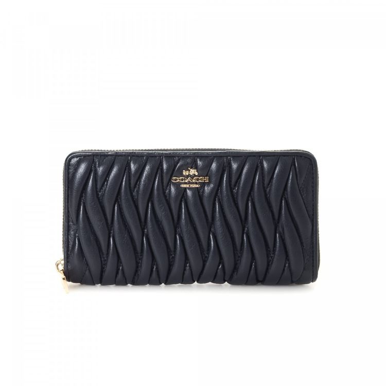 The authenticity of this vintage Coach Zip Around Quilted wallet is  guaranteed by LXRandCo. This everyday compact wallet was crafted in leather  in beautiful ... f13bb1b0baf52