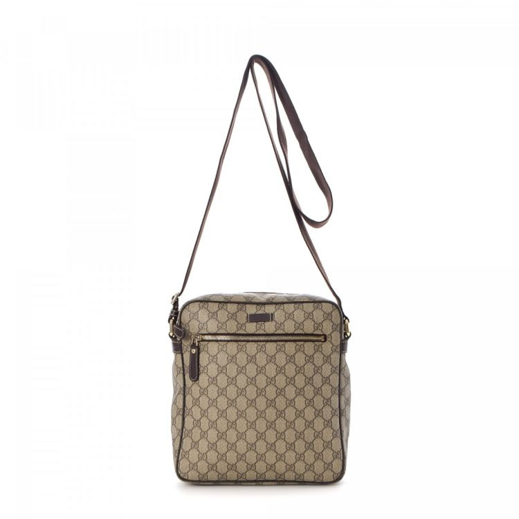 9886a96db The authenticity of this vintage Gucci Messenger Bag messenger & crossbody  bag is guaranteed by LXRandCo. This sophisticated crossbody in beautiful  beige is ...