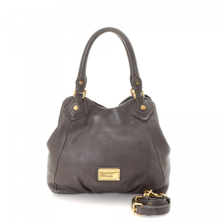 565e2703cd3d The authenticity of this vintage Marc Jacobs Classic Q Francesca tote is  guaranteed by LXRandCo. This elegant bag in beautiful grey is made of  leather.