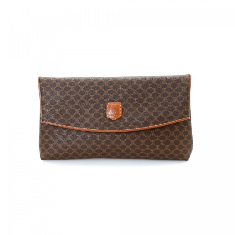 d57fd07956 LXRandCo guarantees the authenticity of this vintage Céline Folded clutch.  Crafted in macadam coated canvas