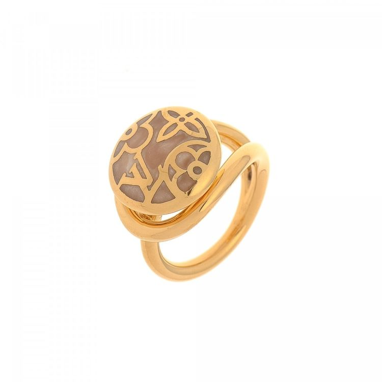 louis vuitton ring. the authenticity of this vintage louis vuitton ring is guaranteed by lxrandco. crafted in brass, stylish band comes gold tone.