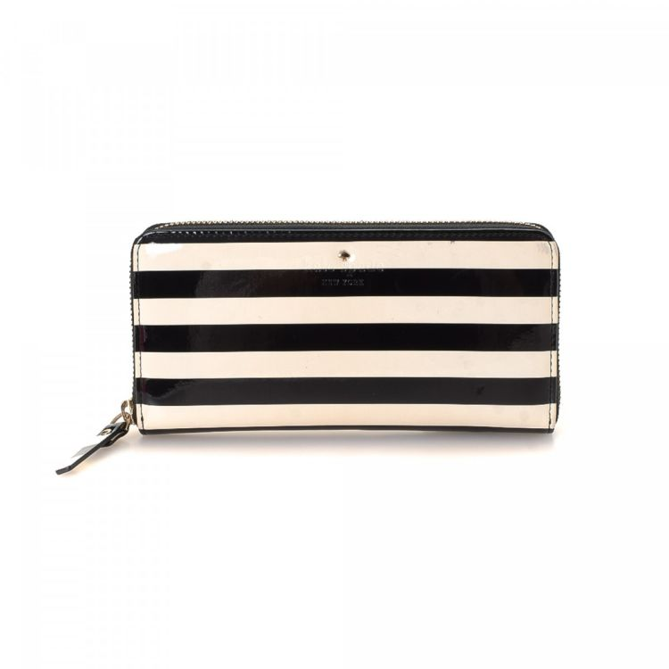 690ab3abb4 LXRandCo guarantees the authenticity of this vintage Kate Spade Zip Around  wallet. Crafted in patent leather