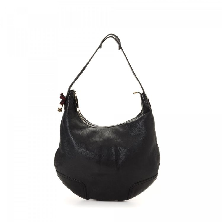 bf0e8819fcb7 LXRandCo guarantees the authenticity of this vintage Gucci Princy Hobo  shoulder bag. This lovely pocketbook comes in black leather.