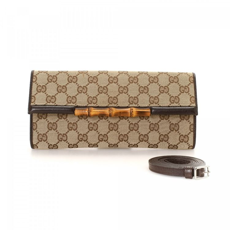 7e9c39e49e8 The authenticity of this vintage Gucci Bamboo With Strap clutch is  guaranteed by LXRandCo. This elegant evening bag in beautiful beige is made  in gg canvas.
