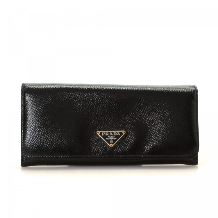 93c96264589d The authenticity of this vintage Prada wallet is guaranteed by LXRandCo.  This signature billfold was crafted in saffiano leather in beautiful black.