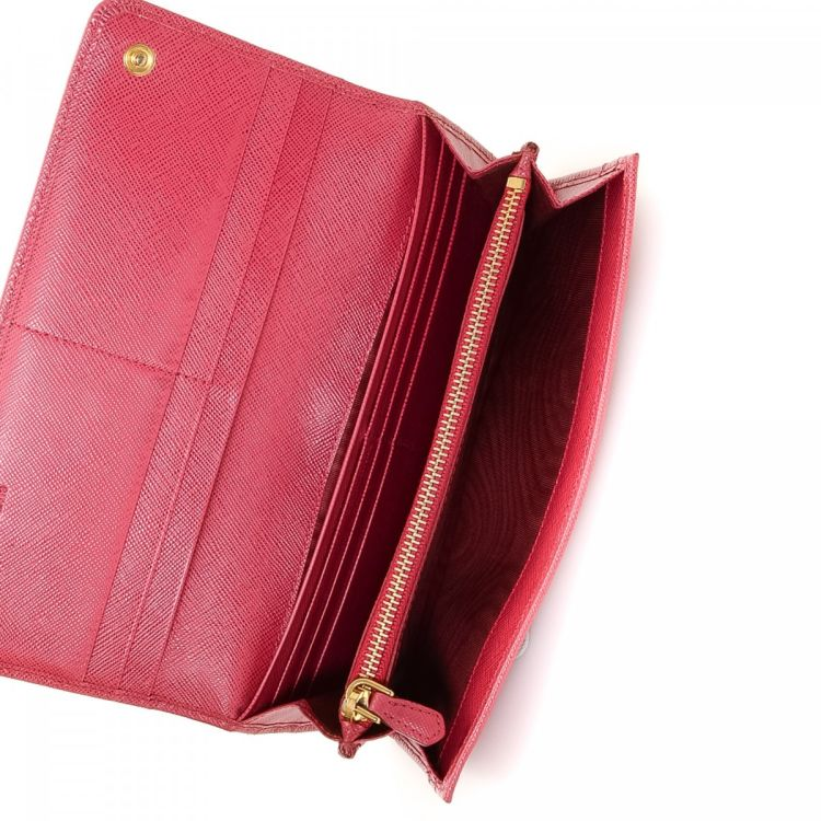 ad0112218f06 ... italy lxrandco guarantees the authenticity of this vintage prada bow  flap wallet. crafted in saffiano