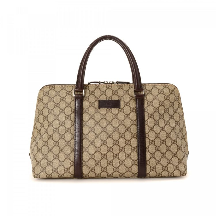 cfb2489cdf88 LXRandCo guarantees the authenticity of this vintage Gucci handbag. This  stylish handbag was crafted in gg supreme coated canvas in beautiful beige.
