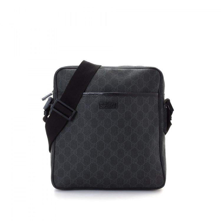 89d0d944b2d The authenticity of this vintage Gucci Crossbody Bag messenger   crossbody  bag is guaranteed by LXRandCo. This iconic hobo bag was crafted in gg  supreme ...