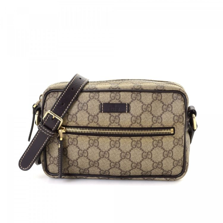 361c00273fb2b LXRandCo guarantees the authenticity of this vintage Gucci Crossbody Bag  shoulder bag. This elegant pocketbook in brown is made in gg supreme coated  canvas.