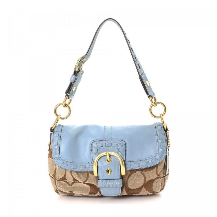 bea114ec92a The authenticity of this vintage Coach shoulder bag is guaranteed by  LXRandCo. This chic shoulder bag comes in beige canvas. Very good condition   (A)