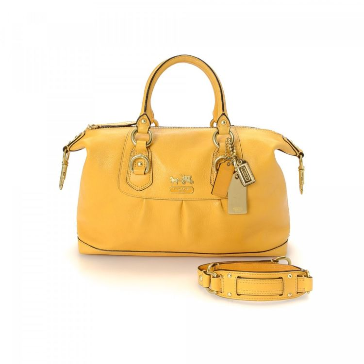 0538bf6f3437 The authenticity of this vintage Coach Two Way Bag handbag is guaranteed by  LXRandCo. This refined pocketbook comes in beautiful yellow leather.