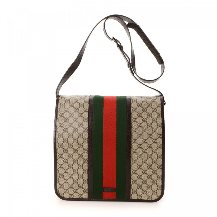 a37282e3efe LXRandCo guarantees the authenticity of this vintage Gucci Messenger Bag  messenger   crossbody bag. This luxurious pocketbook was crafted in gg  supreme ...