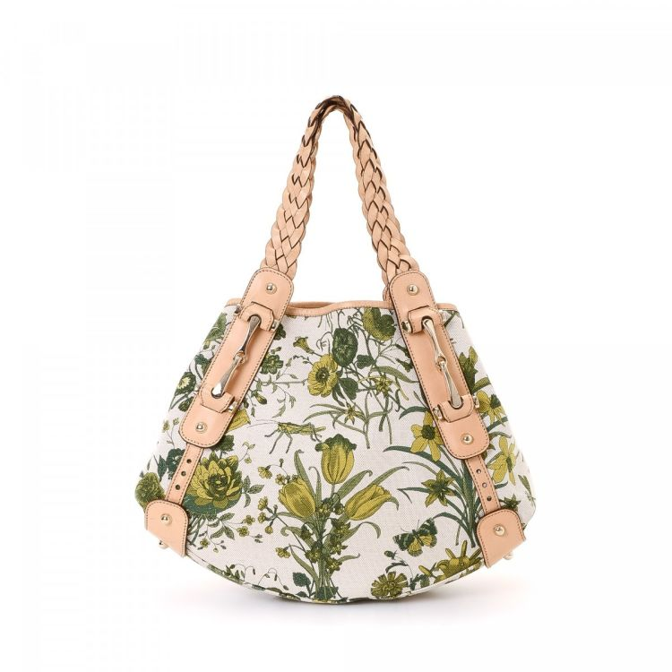 d3d88e2f4ed3 The authenticity of this vintage Gucci Pelham shoulder bag is guaranteed by  LXRandCo. Crafted in flora canvas, this practical purse comes in multi  color.