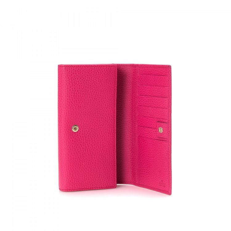 b0d6805bbaff9b The authenticity of this vintage Gucci Long wallet is guaranteed by  LXRandCo. This classic coin purse comes in beautiful fuschia leather. Very  good ...