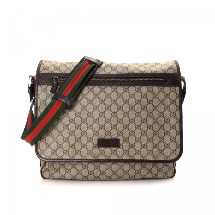 05ac107a6c6 The authenticity of this vintage Gucci Crossbody Bag messenger   crossbody  bag is guaranteed by LXRandCo. Crafted in gg supreme coated canvas