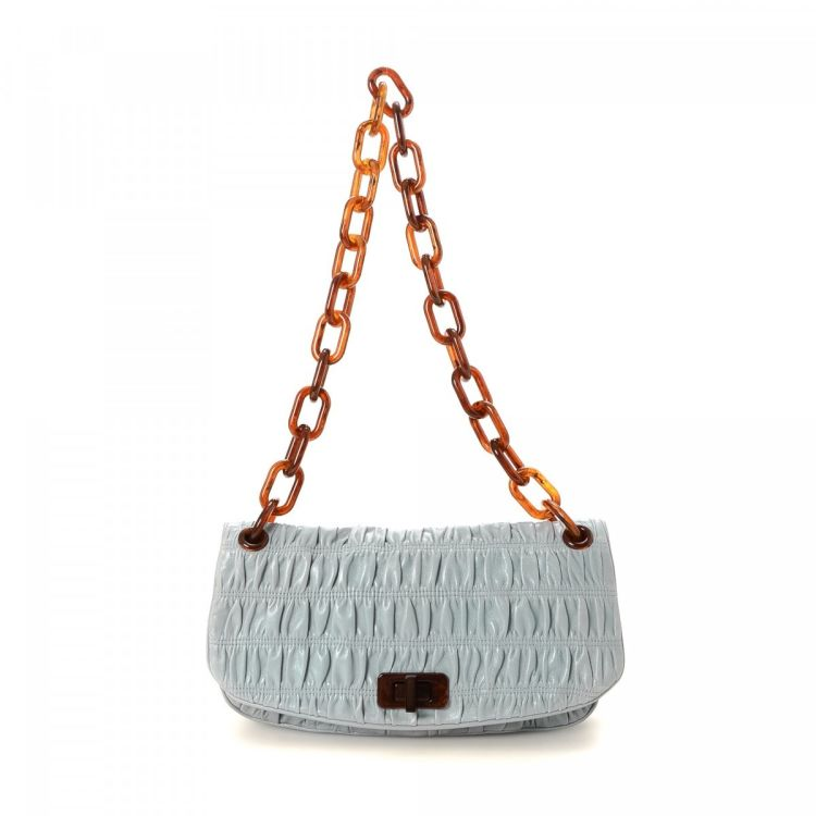 LXRandCo guarantees this is an authentic vintage Prada Gaufré Chain  shoulder bag. This sophisticated pocketbook was crafted in napa gaufre  leather leather ... e9170b83a0
