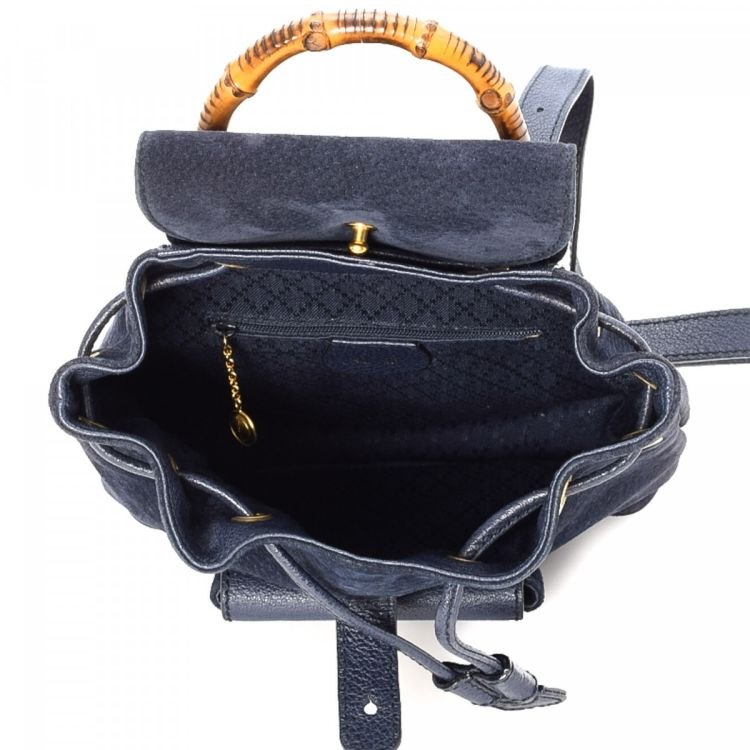 0df581ddef8 LXRandCo guarantees the authenticity of this vintage Gucci backpack. This practical  school bag in beautiful navy is made in bamboo suede.