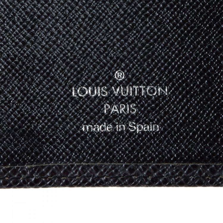 bc57f7774d4c The authenticity of this vintage Louis Vuitton Small Ring Agenda Cover  other small leather good is guaranteed by LXRandCo. Crafted in taiga leather