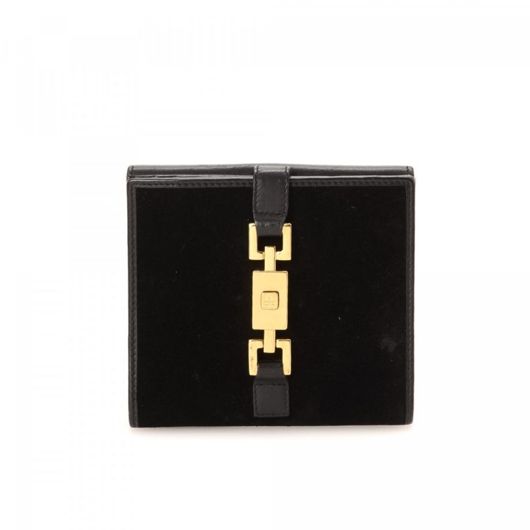 65c56c98a4f LXRandCo guarantees this is an authentic vintage Gucci Jackie Compact wallet.  Crafted in leather
