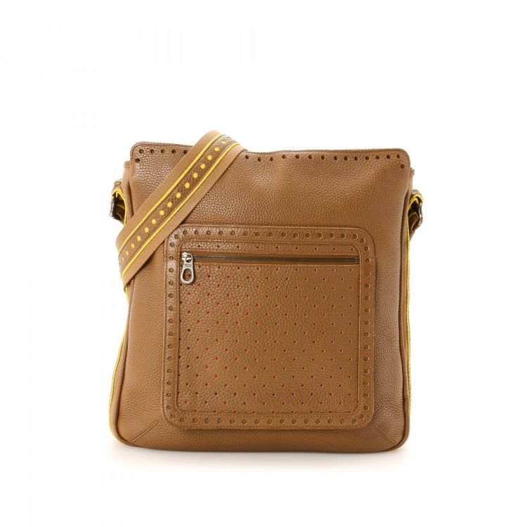 46254575e59c The authenticity of this vintage Bottega Veneta Messenger Bag messenger   crossbody  bag is guaranteed by LXRandCo. This exquisite crossbody comes in ...