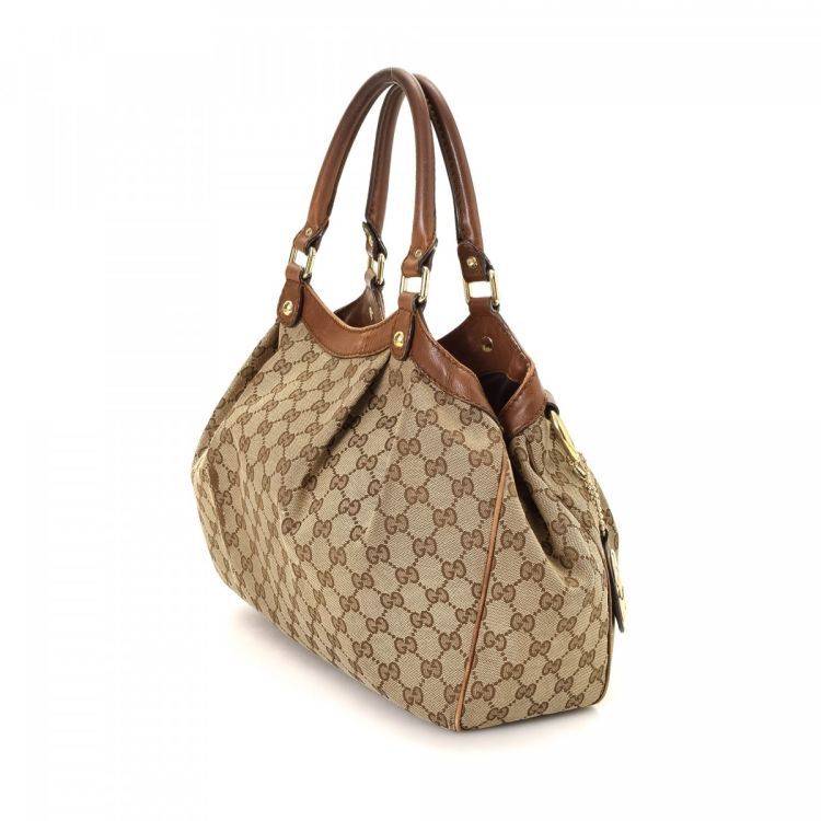 645a4451c4 LXRandCo guarantees the authenticity of this vintage Gucci Sukey Tote Bag  shoulder bag. Crafted in gg canvas, this signature shoulder bag comes in  beige.