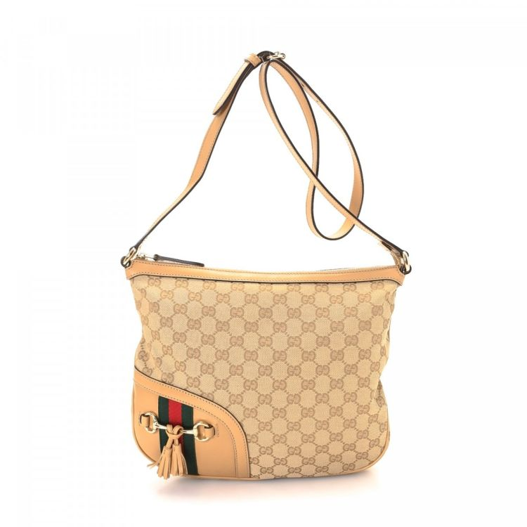 8d722e7314d The authenticity of this vintage Gucci shoulder bag is guaranteed by  LXRandCo. This classic purse was crafted in gg canvas in beautiful beige.