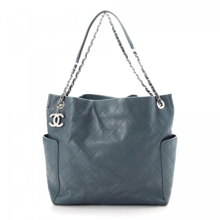 3e8f0797438c The authenticity of this vintage Chanel 31 Rue Cambon tote is guaranteed by  LXRandCo. This sophisticated bag in beautiful blue is made in caviar calf.