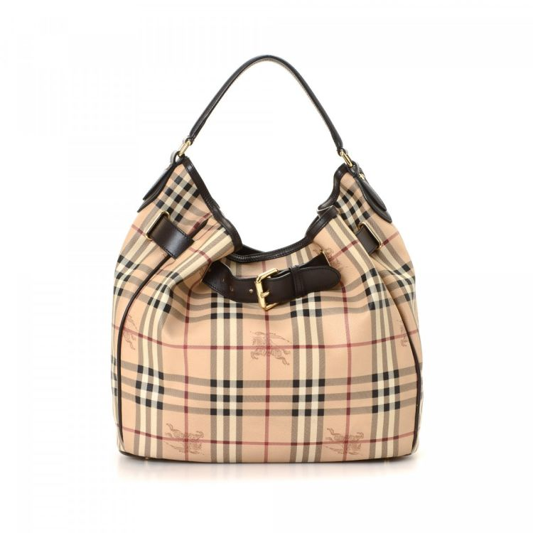 bb2316b1b320 The authenticity of this vintage Burberry shoulder bag is guaranteed by  LXRandCo. This classic pocketbook in beautiful cream is made in haymarket  check ...